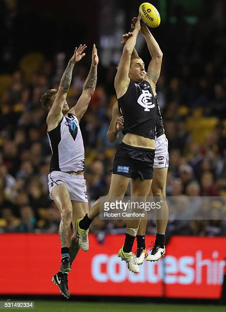 Liam Jones of the Blues attempts to mark during the round eight AFL match between the Carlton Blues and Port Adelaide Power at Etihad Stadium on May...