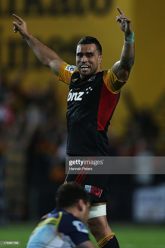 <a gi-track='captionPersonalityLinkClicked' href=/galleries/search?phrase=Liam+Messam&family=editorial&specificpeople=601526 ng-click='$event.stopPropagation()'>Liam Messam</a> of the Chiefs celebrates winning the Super Rugby Final match between the Chiefs and the Brumbies at Waikato Stadium on August 3, 2013 in Hamilton, New Zealand.