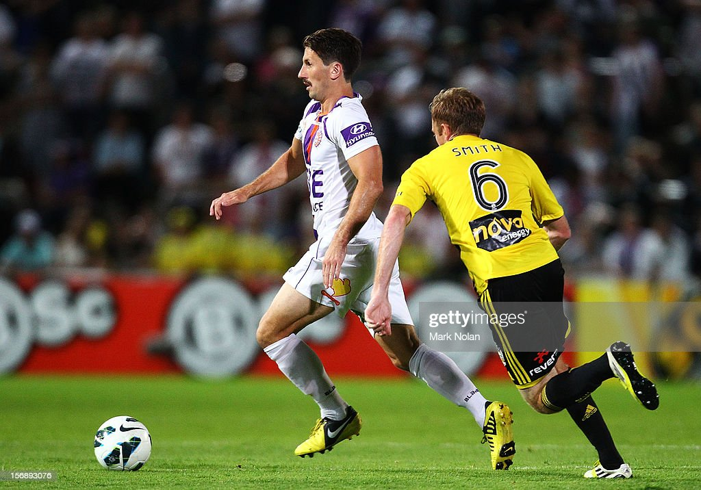 <a gi-track='captionPersonalityLinkClicked' href=/galleries/search?phrase=Liam+Miller&family=editorial&specificpeople=212726 ng-click='$event.stopPropagation()'>Liam Miller</a> of the Glory in action during the round eight A-League match between Perth Glory and Wellington Phoenix at NIB Stadium on November 24, 2012 in Perth, Australia.