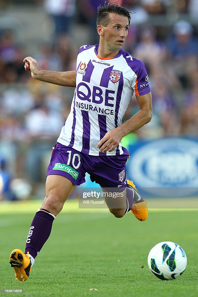 <a gi-track='captionPersonalityLinkClicked' href=/galleries/search?phrase=Liam+Miller&family=editorial&specificpeople=212726 ng-click='$event.stopPropagation()'>Liam Miller</a> of the Perth Glory controls the ball during the round 25 A-League match between the Perth Glory and the Wellington Phoenix at nib Stadium on March 17, 2013 in Perth, Australia.