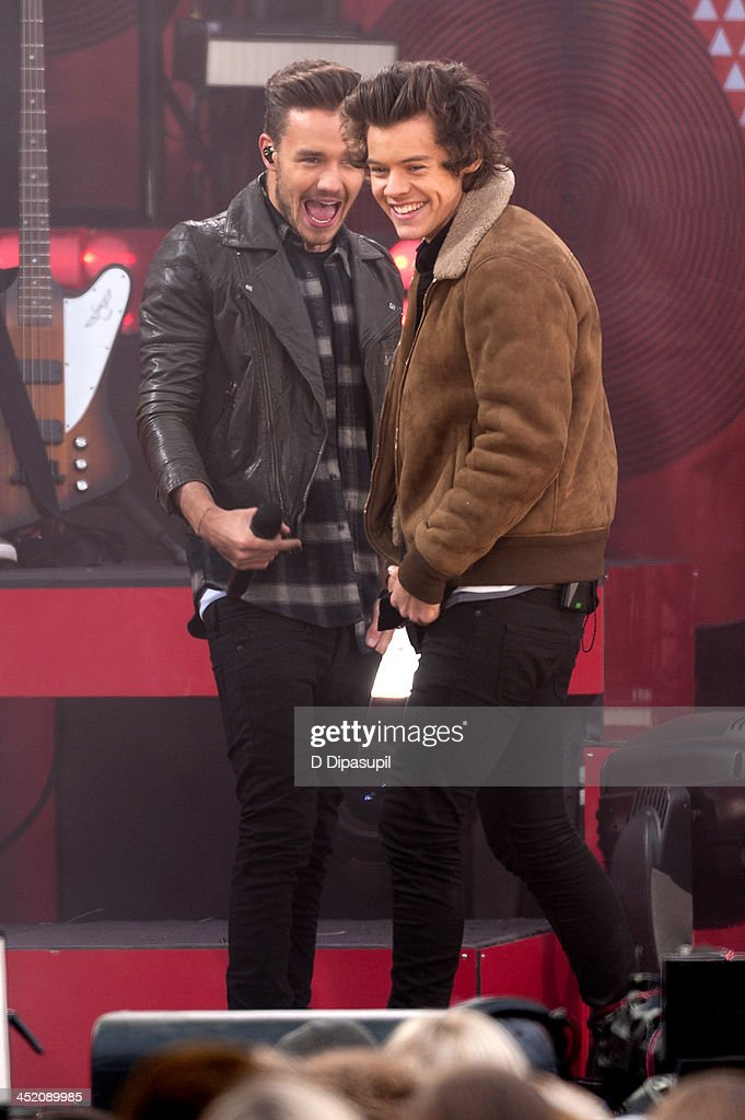 <a gi-track='captionPersonalityLinkClicked' href=/galleries/search?phrase=Liam+Payne&family=editorial&specificpeople=7235152 ng-click='$event.stopPropagation()'>Liam Payne</a> (L) and <a gi-track='captionPersonalityLinkClicked' href=/galleries/search?phrase=Harry+Styles&family=editorial&specificpeople=7229830 ng-click='$event.stopPropagation()'>Harry Styles</a> of One Direction perform on ABC's 'Good Morning America' at Rumsey Playfield, Central Park on November 26, 2013 in New York City.