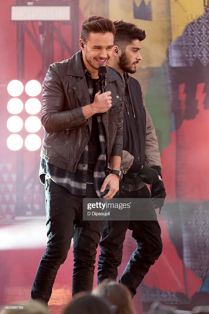 <a gi-track='captionPersonalityLinkClicked' href=/galleries/search?phrase=Liam+Payne&family=editorial&specificpeople=7235152 ng-click='$event.stopPropagation()'>Liam Payne</a> (L) and <a gi-track='captionPersonalityLinkClicked' href=/galleries/search?phrase=Zayn+Malik&family=editorial&specificpeople=7298822 ng-click='$event.stopPropagation()'>Zayn Malik</a> of One Direction perform on ABC's 'Good Morning America' at Rumsey Playfield, Central Park on November 26, 2013 in New York City.