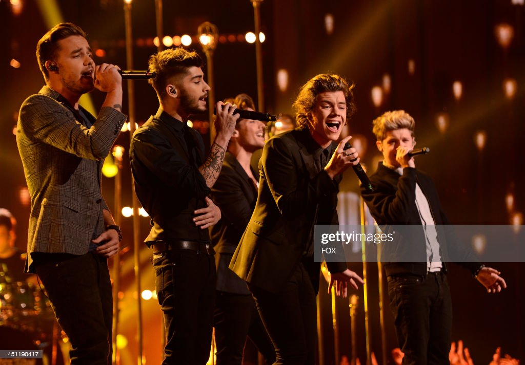 Liam Payne Zayn Malik Harry Styles Louis Tomlinson and Niall Horan of 'One Direction' performs on FOX's 'The X Factor' Season 3 Top 10 To 9 Live...