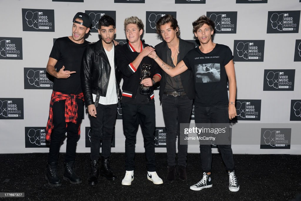 Liam Payne, Zayn Malik, Niall Horan, Harry Styles and Louis Tomlinson of One Direction pose in the press room at the 2013 MTV Video Music Awards at the Barclays Center on August 25, 2013 in the Brooklyn borough of New York City.