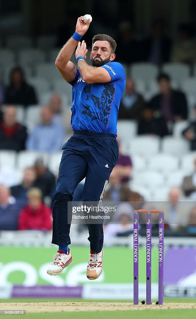 <a gi-track='captionPersonalityLinkClicked' href=/galleries/search?phrase=Liam+Plunkett&family=editorial&specificpeople=535638 ng-click='$event.stopPropagation()'>Liam Plunkett</a> of England bowls during the 4th Royal London ODI between England and Sri Lanka at The Kia Oval on June 29, 2016 in London, England.