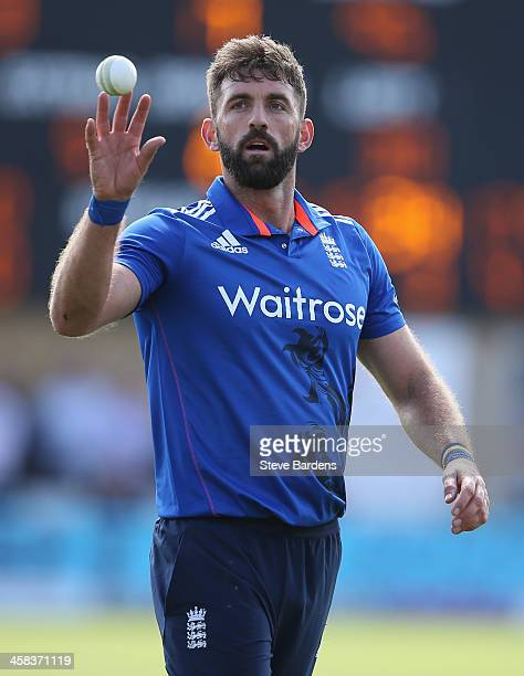 Liam Plunkett of England prepares to bowl during the 5th ODI Royal London One Day International match between England and Sri Lanka at SWALEC Stadium...