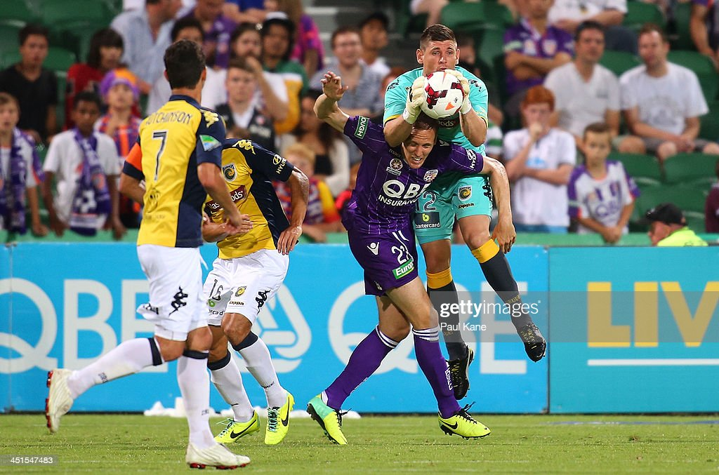 Liam Reddy of the Mariners contests for the ball against Michael Thwaite of the Glory during the round seven A-League match between Perth Glory and the Central Coast Mariners at nib Stadium on November 23, 2013 in Perth, Australia.