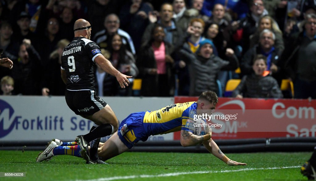 Liam Sutcliffe of Leeds scores a second half try during the Betfred Super League semi final between Leeds Rhinos and Hull FC at Headingley on September 29, 2017 in Leeds, England.