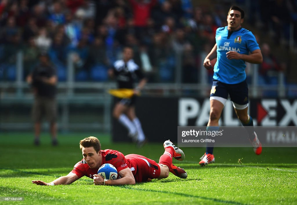 <a gi-track='captionPersonalityLinkClicked' href=/galleries/search?phrase=Liam+Williams&family=editorial&specificpeople=7852399 ng-click='$event.stopPropagation()'>Liam Williams</a> of Wales goes over to score his try during the RBS 6 Nations match between Italy and Wales at Stadio Olimpico on March 21, 2015 in Rome, Italy.