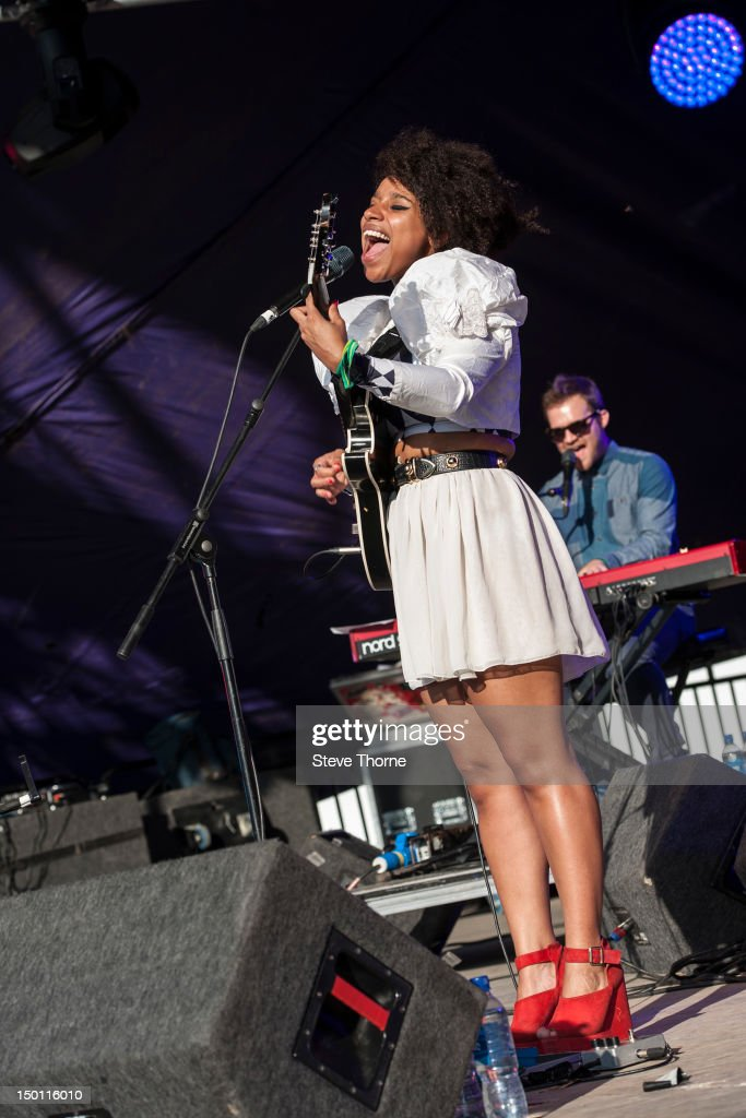 <a gi-track='captionPersonalityLinkClicked' href=/galleries/search?phrase=Lianne+La+Havas&family=editorial&specificpeople=8664655 ng-click='$event.stopPropagation()'>Lianne La Havas</a> performs on stage during Wilderness Festival at Cornbury Park on August 10, 2012 in Oxford, United Kingdom.