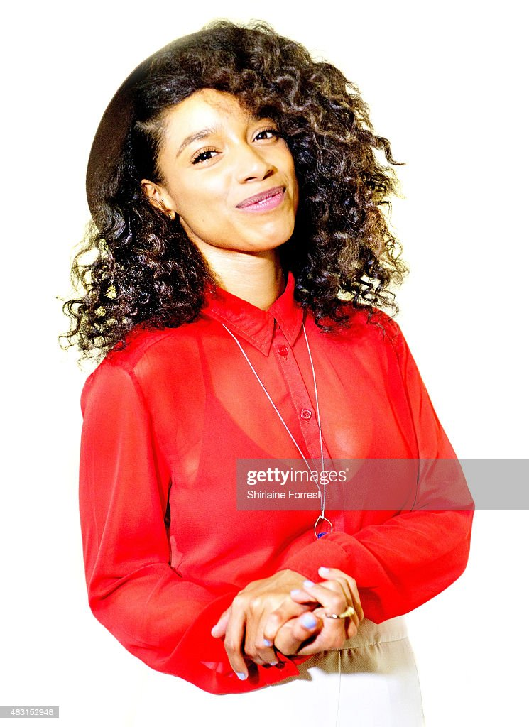 """Lianne La Havas Performs Live And Signs Copies Of Her New Album """"Blood"""""""