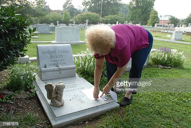 Lib Waters places a note on the grave of JonBenet Ramsey August 16 2006 in Marietta Georgia A suspect in the murder of Ramsey the 6yearold beauty...
