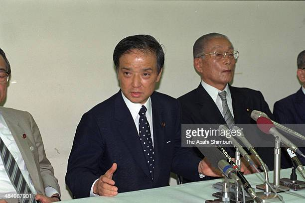 Liberal Democratic Party lawmaker Toshiki Kaifu announces his candidacy for the LDP presidential election on August 2 1989 in Tokyo Japan Toshiki...