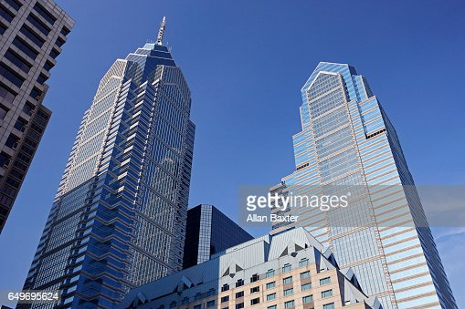 Liberty Place skyscrapers against blue skies : Stockfoto