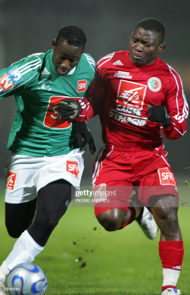 Libourne' Yahia Kebe vies with Sedan's Marcus Mokake during the French cup football Libourne SaintSeurin vs Sedan 30 January 2007 at the JeanAntoine...
