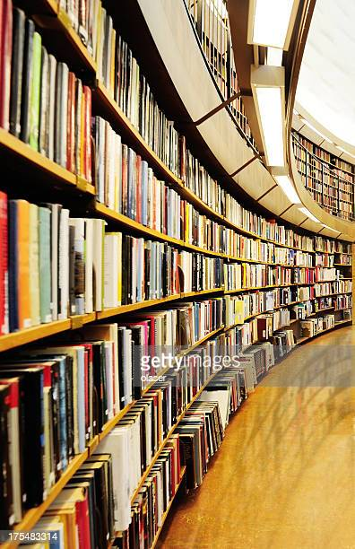 Library bookshelf, diminishing perspective