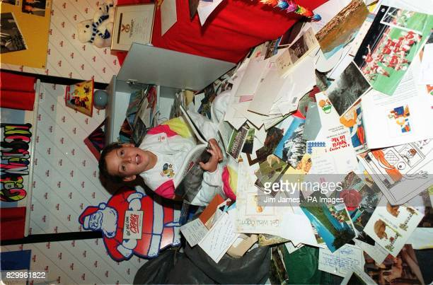 Library file 2392441 dated 121290 of 11yearold cancer patient Craig Shergold with part of his record breaking getwell card collection at the Guiness...