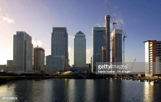 Library file dated A view of the Canary Wharf development in London's Docklands showing One Canada Square HSBC and Citgroup are tenants in the two...