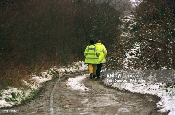 Library filer dated 7/11/95 of police searching remote lane in Rettendon Essex off the A130 between Chelmsford and Southend where a Range Rover car...