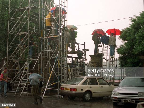 Library Filer ref 2531792 dated 130992 of the media masses as they assembled their scafolding outside Richmond Park during Wetherby School's sports...