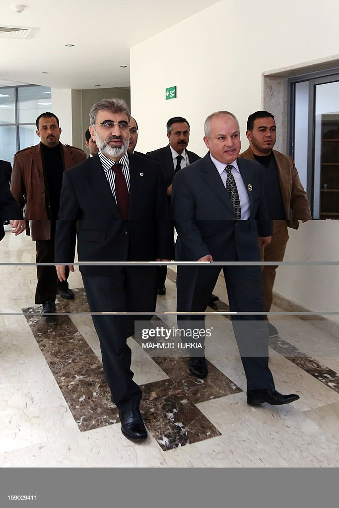 Libyan Oil and Gas Minister Abdul Bari Laroussi (C-R) meets with Turkish Energy and Natural Resources Minister Taner Yildiz (L), in Tripoli on January 6, 2013. Minister Yildiz held talks with Libyan ministers about increasing Turkey's oil imports.