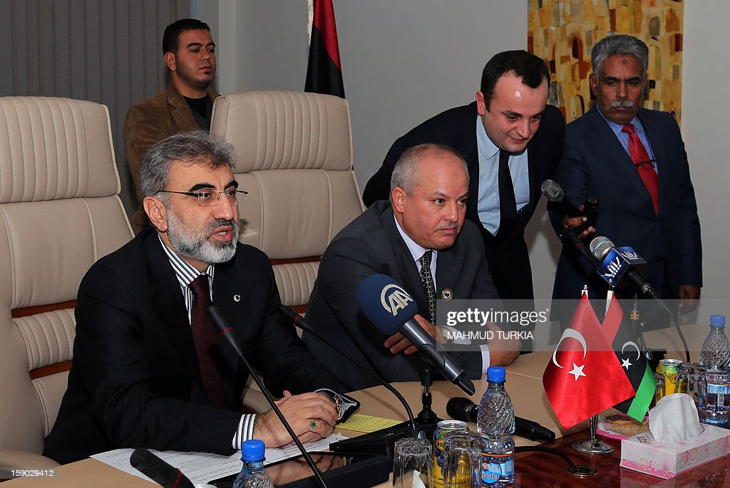 Libyan Oil and Gas Minister Abdul Bari Laroussi (C-R) meets with Turkish Energy and Natural Resources Minister Taner Yildiz (L), in Tripoli on January 6, 2013. Minister Yildiz held talks with Libyan ministers about increasing Turkey's oil imports. AFP PHOTO/MAHMUD TURKIA