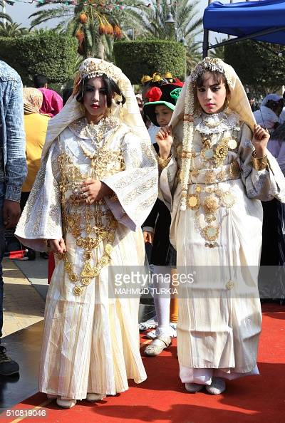 Libyan women in traditional clothing take part in ... Libyan Women