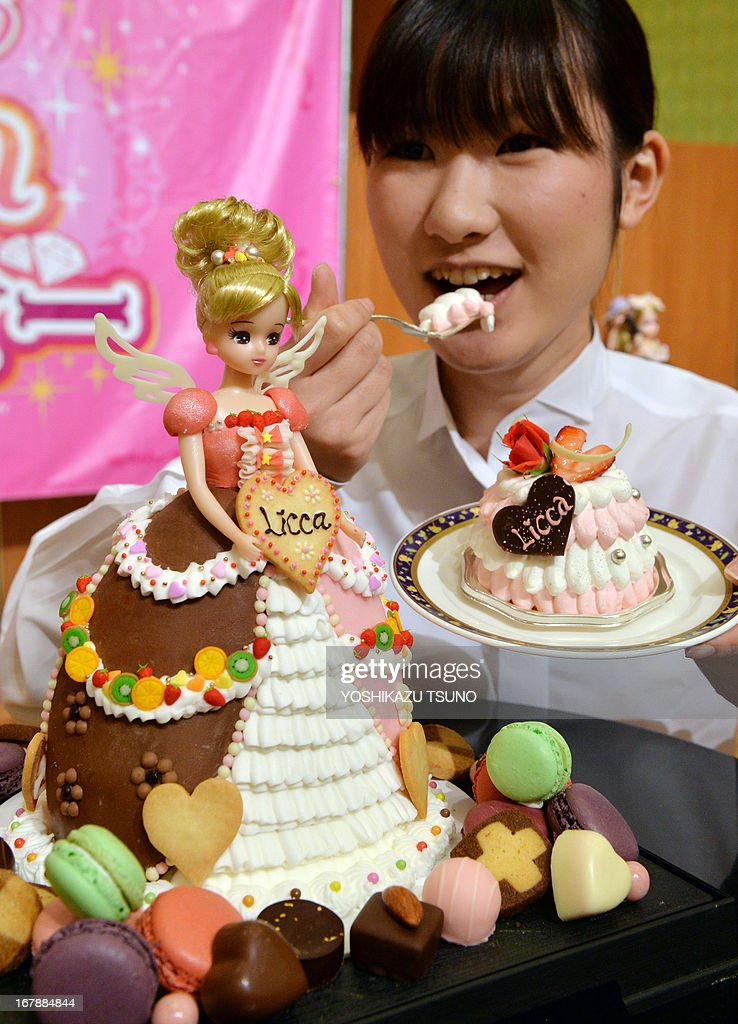 A Licca-chan doll, from a popular dress-up doll series, wearing a 'Sweetie dress Licca-chan' cake dress made by hotel patissier Masako Nobe (not pictured) is displayed at a press preview at Tokyo's Prince hotel on May 2, 2013, before events to celebrate the doll's birthday on May 3 and Children's Day on May 5. Nobe made an original dressed Licca-chan doll and four more dressed dolls wearing lookalike cake dresses of the toy maker's latest dress collection. AFP PHOTO / Yoshikazu TSUNO