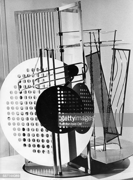 LichtRaum Modulator' auf der Ausstellung 'Experiment Bauhaus' des Bauhausarchives Berlin im Bauhaus Dessau 1988