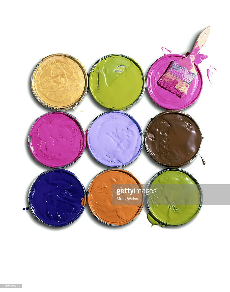 'Lids of paint cans with brush, overhead view' : Stock Photo