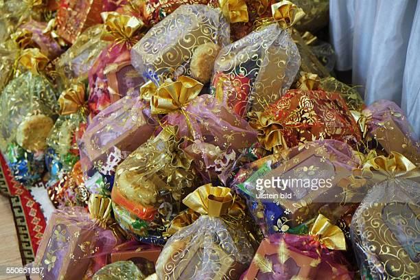 Liebevoll verpackte Geschenke für die Besucher einer traditionellen BöshükToy Feier zum 40 Tag des neugeborenen ersten Kindes im Restraurant Metropol...