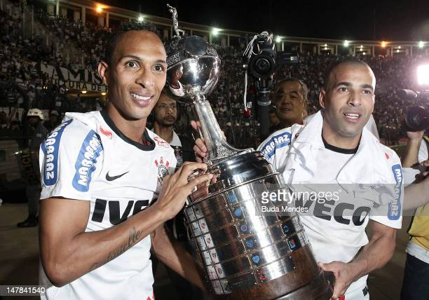 Liedson and Emerson of Corinthians celebrate a title holding up the trophy after the second leg of the final of the Copa Libertadores 2012 between...