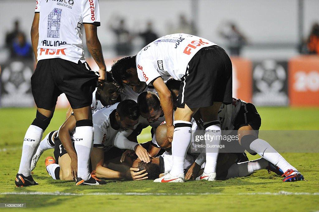 Corinthians v Deportivo Tachira - Libertadores Cup 2012