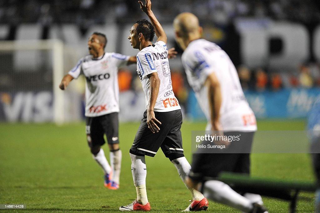 Corinthians v Santos FC - Copa Libertadores 2012