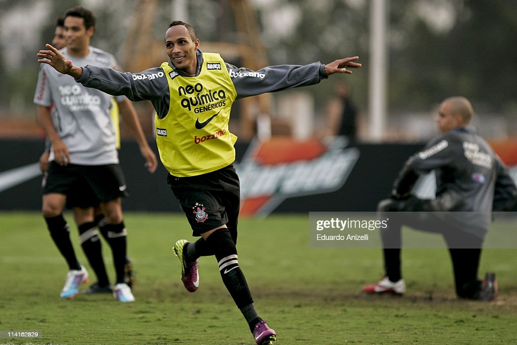 <a gi-track='captionPersonalityLinkClicked' href=/galleries/search?phrase=Liedson&family=editorial&specificpeople=674137 ng-click='$event.stopPropagation()'>Liedson</a> reacts during a training session of Corinthians at Academia de Futebol on May 13, 2011 in Sao Paulo, Brazil.