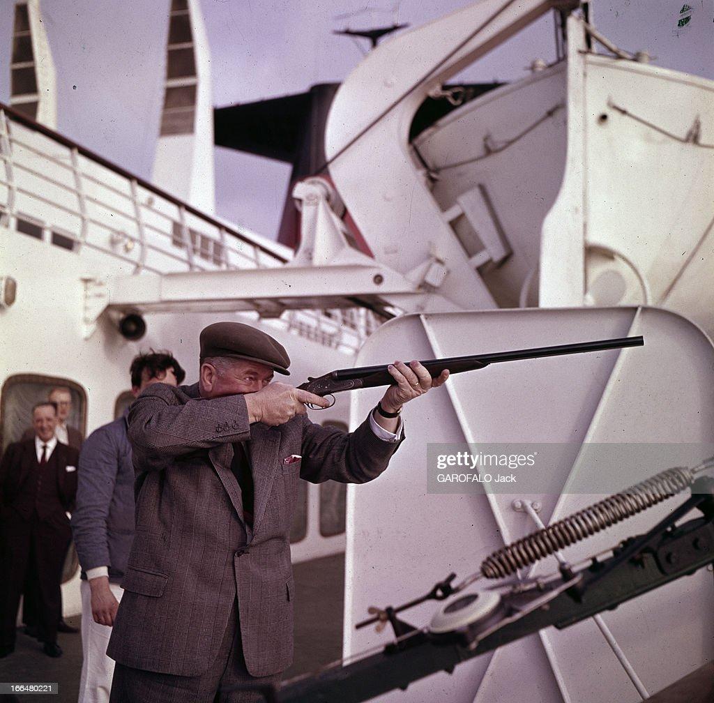 La croisiere pourquoi, comment!... - Page 3 Life-aboard-the-liner-france-en-fvrier-1962-sur-le-paquebot-france-picture-id166480221