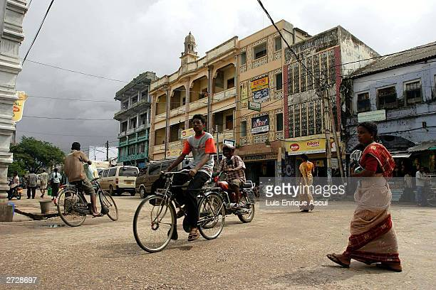 Life continues in central Jaffna November 13 2003 in the Tamil heartland of northern Sri Lanka Pressure on the Norwegianbrokered peace process has...