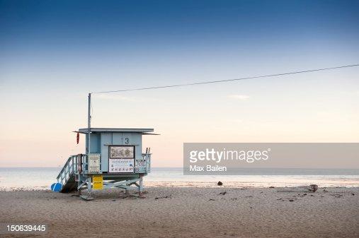 Lifeguard hut on sandy beach : Stock Photo