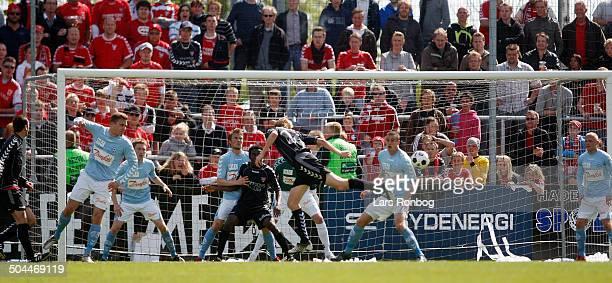 Liga Allan Gaarde VB Vejle Boldklub with a header © Lars Rønbøg / Frontzonesport