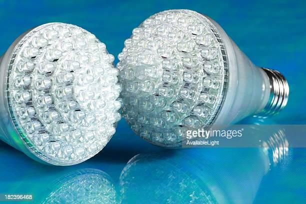 LED-Lampen auf blauem Hintergrund