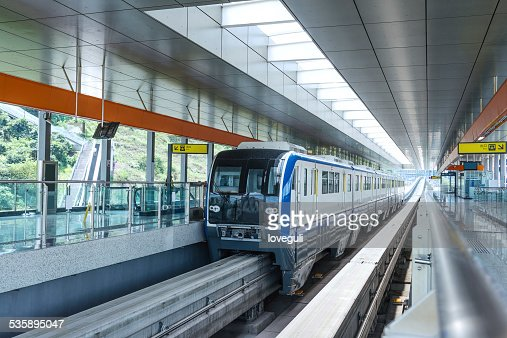 Stadtbahn in station Plattform : Stock-Foto