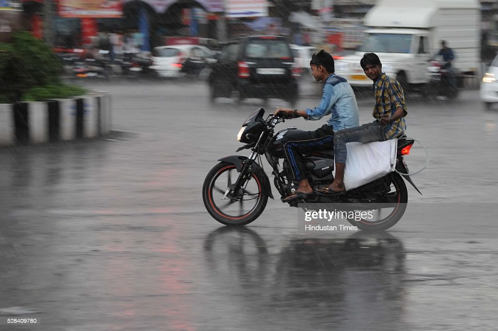 Light spell of rain gave residents of Bhopal relief from high temperature, on May 4, 2016 in Bhopal, India. The city receives rainfall for 45 minutes in the evening. The Meteorological department had predicted the light rainfall as the trough line was passing from Madhya Pradesh which is pulling moisture from Arabian Sea.
