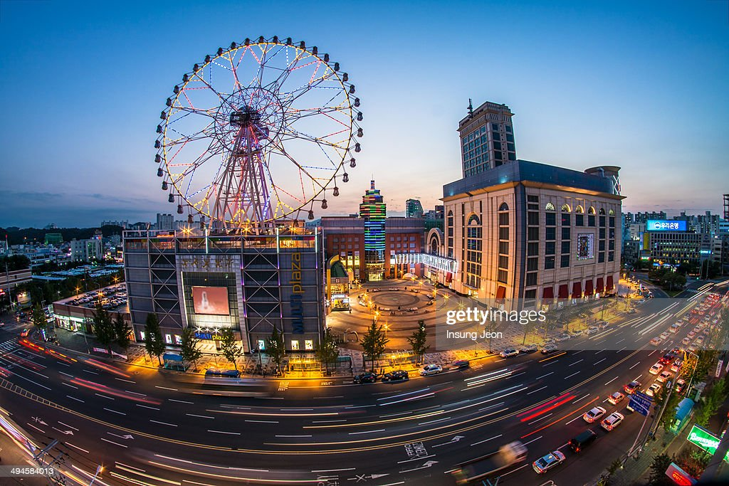 CONTENT] Light trails and Ferris wheel at night in Ulsan South Korea Fisheye shot