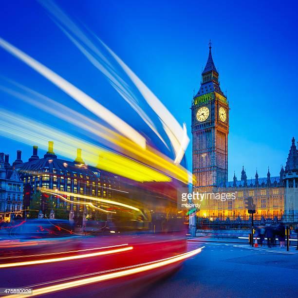 Sentieri di luce davanti al Big Ben, da Westminster, Londra, Regno Unito