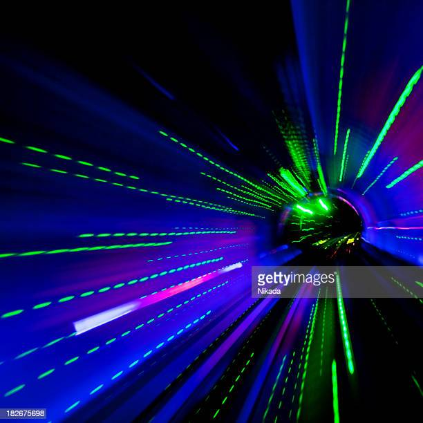 Tunnel de vitesse lumière