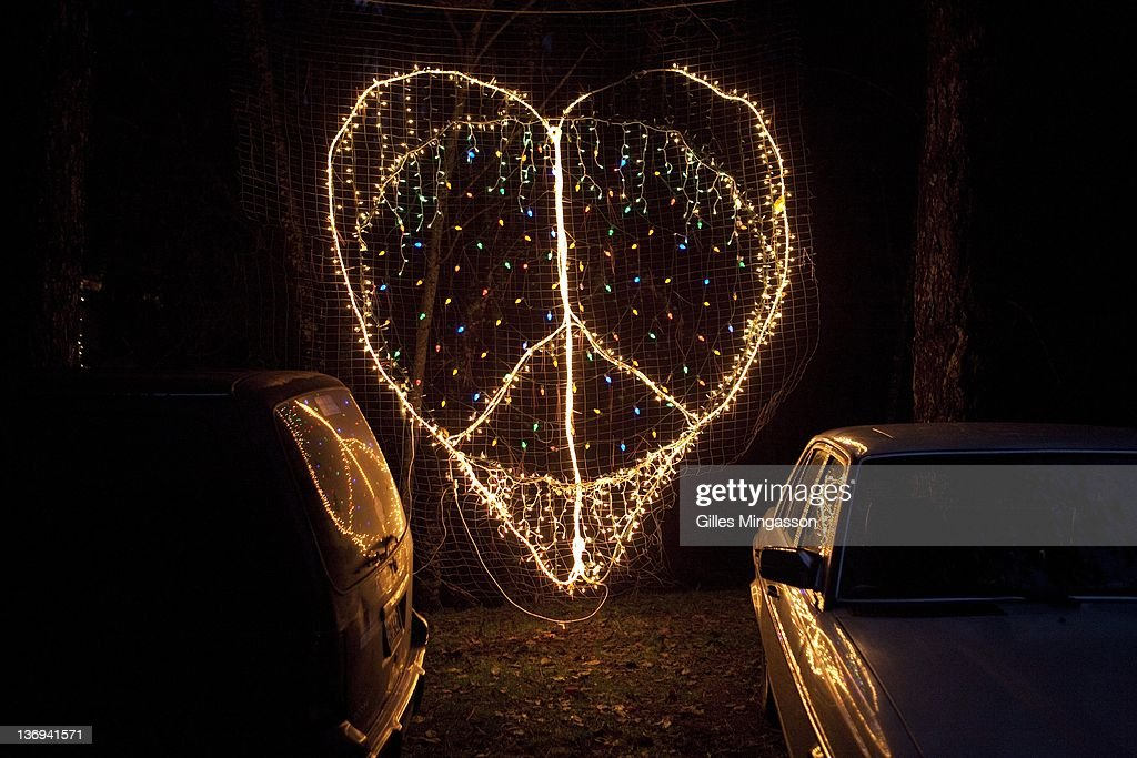 A lighted peace sign decorates the parking lot at the Emerauld Cup in Area 101 (name after nearby Highway 101), a new age center where the 7th annual Emerauld Cup is being held. The Oscars of the marijuana world, the Emerald Cup bestows honors on the best medecinal marijuana grown outside (indoor marijuana is not accepted) in the region known as the Emerald Triangle (Mendocino, Humbold and Trinity County), reputed to be the best in the world. 110 growers presented 136 strands, judged on four criterias: appearance, taste, aroma, and potency. A thousand participants attended the festival. Located about four hours north of San Francisco in deeply fotested areas, and bestowed with perfect growing conditions, the Emerald Triangle has become the marijuana capital of the U.S.. Made legal by the Compassionate Use Act, the Emerald Triangle's medecinal marijuana culture generates over 14 billion dollars annualy, about two third of the counties' revenue (photo Gilles Mingasson/Getty Images).