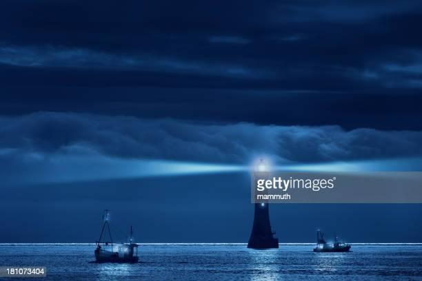 Leuchtturm und Schiffe in die Nacht