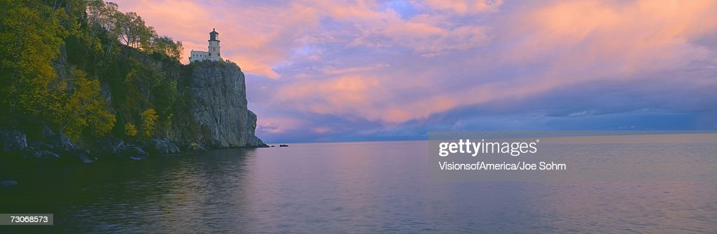 'Lighthouse from 1905 at Split Rock, Lake Superior, Michigan' : Stock Photo