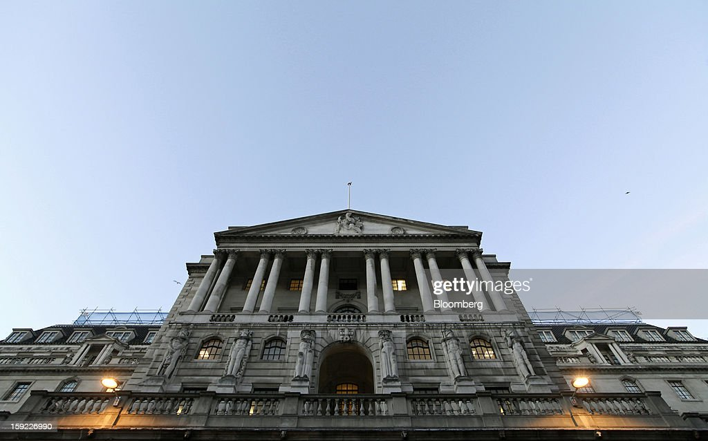 Lights illuminate offices inside the Bank of England (BOE) in London, U.K., on Wednesday, Jan. 9, 2013. Bank of England policy makers will probably refrain from adding further stimulus to the U.K. economy today as their new credit-boosting program shows early signs of success. Photographer: Chris Ratcliffe/Bloomberg via Getty Images
