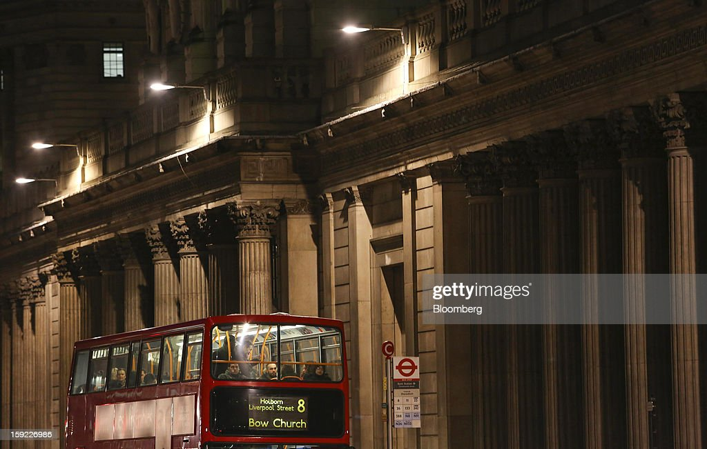 Lights illuminate passengers inside a double-decker London bus as it stands outside the Bank of England (BOE) at night in London, U.K., on Wednesday, Jan. 9, 2013. Bank of England policy makers will probably refrain from adding further stimulus to the U.K. economy today as their new credit-boosting program shows early signs of success. Photographer: Chris Ratcliffe/Bloomberg via Getty Images